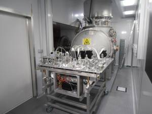 One Advanced Virgo optical bench ready to be inserted into its vacuum tank (July 2015)